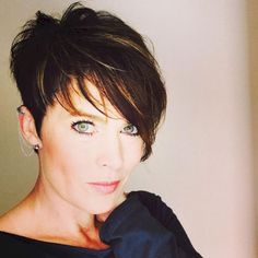 Classy short pixie haircuts and hairstyles for thick hair (29) #PixieHairstylesLonger