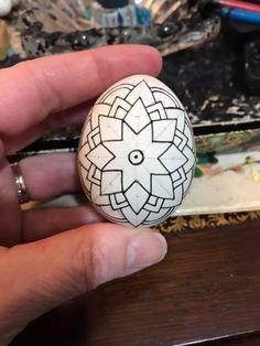 Egg Decorating, Decorating On A Budget, Hobbies And Crafts, Arts And Crafts, Polish Easter, Easter Egg Pattern, Easter Egg Designs, Ukrainian Easter Eggs, Egg Art