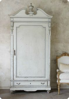 Armoire / Wardrobe . Toves Sammensurium