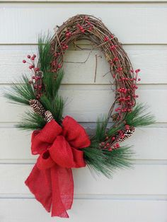 Different isn't always bad ... as in the case of this super cool oval wreath!