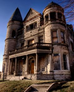 Abandoned Ouerbacker Mansion in Louisville Kentucky. Photo by @photomoephotos. by itsabandoned