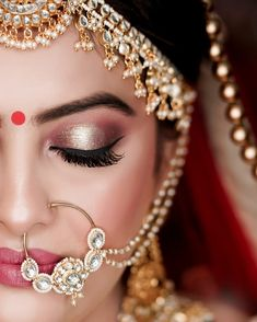 "Best Bridal Portraits ""Solo"" poses for all bride-to-be - SetMyWed Bridal Makeup Videos, Bridal Makeup Images, Best Bridal Makeup, Bridal Makeup Looks, Bridal Portrait Poses, Bridal Poses, Bridal Photoshoot, Bengali Bridal Makeup, Indian Wedding Makeup"