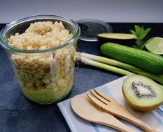 Salade en pot de poulet au quinoa et mayonnaise aux avocats Pots, Mayonnaise, Kiwi, Hummus, Quinoa, Zucchini, Vegetables, Ethnic Recipes, Hot Sauce