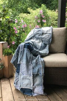 This denim quilt is perfect for cool evenings and picnics! I love the casual cosy quality of my blue jean blanket. Here's how to make your own denim rag quilt - a perfect, easy sewing project to reuse old jeans! #easysewing #quilt #blanket #reuse #repurpose #denim #jeans #howto