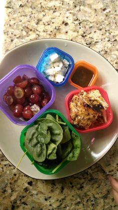 21 Day Fix Lunch - Salad with grilled chicken, grapes and feta