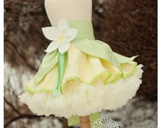 Something like this as part of a running costume!! <3 Tiana inspired Dress Up Costume Apron, Half Apron style...inspired by Princess and the Frog, Made to Order