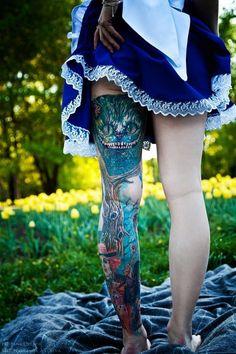 Alicia al estilo Tim Burton Bild Tattoos, Sexy Tattoos, Love Tattoos, Body Art Tattoos, Tatoos, Badass Tattoos, Amazing Tattoos, Tattoo Girls, Estilo Tim Burton