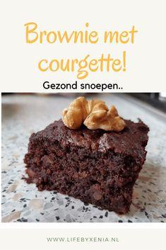 Brownie met courgette, een gezondere variant op de brownie. Deze is vrij van geraffineerder suikers en is lactose vrij. Gezond snoepen kan met deze brownie van dadels en chocola. Lekker als tussendoortje! Maar je kan ook een lekker stuk nemen voor de lunch Apple Recipes, Sweet Recipes, Snack Recipes, Dessert Recipes, Healthy Recipes, Healthy Sugar, Healthy Cake, Healthy Broccoli Cheese Soup, Lactose Free Diet