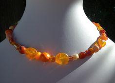 VENDU ! Collier en perles de verre de différents tons orange par Boutique Astrallia : http://www.alittlemarket.com/collier/fr_collier_en_perles_de_verre_de_differents_tons_orange_par_boutique_astrallia_-13397333.html