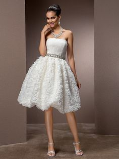 Lanting Bride® A-line / Princess Petite / Plus Sizes Wedding Dress - Chic & Modern / Glamorous & DramaticLittle White Dresses / Vintage - SGD S$204.51 ! HOT Product! A hot product at an incredible low price is now on sale! Come check it out along with other items like this. Get great discounts, earn Rewards and much more each time you shop with us!