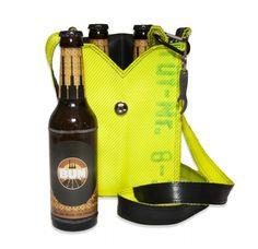 """Die Herrenhandtasche """"Hermann"""" ist aus original gebrauchtem Feuerwehrschlauch stattlich gefertig und damit das Wichtigste am Mann, denn - zwei Flaschen Bier waren noch nie besser verpackt und getragen! Damit es nie wieder Schlüsselsuchprobleme gibt, hat Hermann einen praktischen Minikarabiner zum Einhaken. Farbe: Schwarz/Ecru Größe: 16cm x 23cm x 9cm Alle unsere Produkte sind in Deutschland handgefertigt. Besonderes Merkmal: Her mit Hermann - für jeden Mann!"""