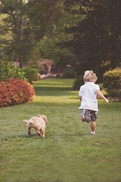 Photo session of an adorable 5 year old boy and his sweet golden retriever puppy. #photography