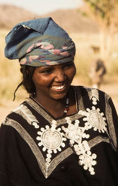 Africa | Tuareg woman. Aïr, Niger. | ©Georges Courreges