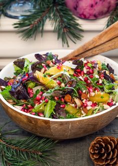 Vacker och god vegansk sallad med julens alla färger och smaker. Passar perfekt att servera på julbordet. #sallad #julbord #julmat #apelsin #granatäpple #fänkål #mandel #vego Healthy Crockpot Recipes, Healthy Eating Recipes, Clean Recipes, Raw Food Recipes, Vegetarian Recipes, Avacado Dinner, Coliflower Recipes, Vegan Christmas, Food Inspiration