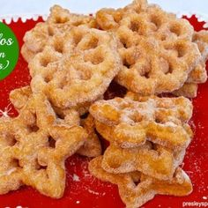 Buñuelos de viento = light as air fritters that are melt in a crunchy type of way delicious. These Mexican fritters are made with a rosette and so easy to make. I know for many people buñuelos are made by rolling out dough or frying a … Pozole, Mexican Bunuelos Recipe, Recipe For Bunuelos, Beignets, Churros, Best Mexican Recipes, Favorite Recipes, Tamales, Empanadas