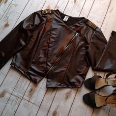 Jacket NWOT DARK BROWN ..... 100 % polyester has lots of stretch 2x fits 16/18 brand new never worn Boutique Jackets & Coats