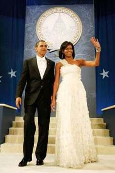President Barack Obama and First Lady Michelle Obama - Inauguration Ball, January Michelle Obama Fashion, Michelle And Barack Obama, Black Presidents, American Presidents, Presidents Usa, American History, Barack Obama Family, Obama President, Obamas Family