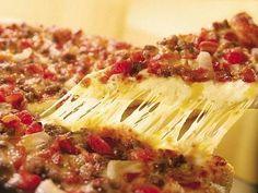 Por Cintia Yo le pongo queso cremon de la Serenisima, con queso en hebras 4 quesos y una ves derretida perejil con ajo picado y tomates frescos en rodajas, napolitana, queda riquísima!. También se ...