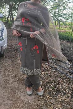 Bridal Suits Punjabi, Punjabi Suits Party Wear, Party Wear Indian Dresses, Embroidery Suits Punjabi, Embroidery Suits Design, Embroidery Designs, Punjabi Suits Designer Boutique, Boutique Suits, Clothing Photography