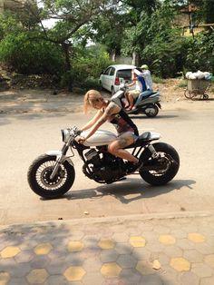 Custom motor yamaha xv250 cafe racer, tattoo girl