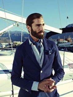 El ascot y scarves son la combinacion perfecta en un atuendo dandy royal