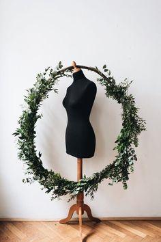 Handmade flower crown from Vienna. ❤ Exclusive custom made wedding crowns for brides ❤ Blumenkranz handgemacht in Wien anfertigen lassen. Handmade Flowers, Flower Crown, Flower Decorations, Bride, Minimalist, Purse, Wedding, Floral Wreath, Crown Flower