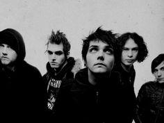 Love the way Gerard stares at.. ❤️