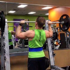 Working OHP today! Hitting PRs! #summershredding #macros #bodybuilding #letsgetit #fit #instafit #weightlifting #training #youtube #alphalete #shoulders #protein #progress #pr #gains #fitness by mattmullinsfitness