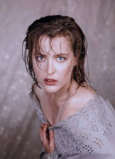 """Gillian Anderson - Dana Scully In """"The X Files"""" Dana Scully, Gillian Anderson, Stella Gibson, Illinois, X Files, Manequin, Fbi Special Agent, David Duchovny, American Actors"""