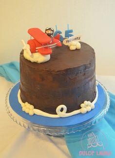 Torta de cumpleaños que vuela!! #DulceLaura #avión #chocolate #plane #cakelife  #fondant