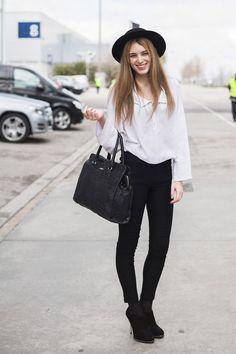 Todas las imágenes de street style en Mercedes Benz Fashion Week Madrid: Adriana Romero