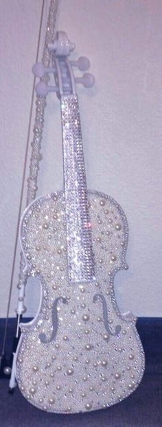 bling bling violin and bow Glitter Make Up, Sparkles Glitter, Bling Bling, Violin Art, Cello, Pearl And Lace, Glitz And Glam, All That Glitters, Diamond Are A Girls Best Friend