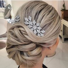 Untitled Wedding Hair Inspiration, Short Wedding Hair, Hair Color And Cut, Different Hairstyles, Bride Hairstyles, Hair Designs, Updos, Short Hair Styles, Beautiful