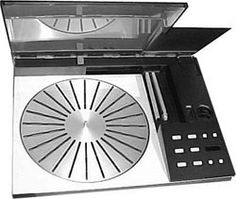 Bang & Olufsen turntable Bang And Olufsen, O Design, Radios, Turntable, Speakers, Vintage Designs, Nostalgia, Electric, Tech