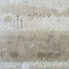Graffiti de prisonniers de droits commun (1871), château de Vincennes (Prisoners graffiti, castle of Vincennes, France), History!  #streetart #streetartist #urbanart #urbanartist #graffiti #graff #streetartparis #parisgraffiti #graffitiwall #wall #prison #roi #king #instagraff #jail  Château de Vincennes