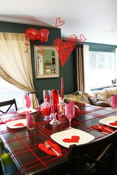 It's easy and inexpensive to produce our favorite sort of valentine decoraion. A matching decor will make a romantic atmosphere. Decoration of valentine table also needs to be done based on the theme with your couple. Family Valentines Dinner, Valentines Day Gifts For Her, Valentines Day Decorations, Valentine Day Crafts, Be My Valentine, Valentine Wreath, Valentinstag Party, Romantic Table, Romantic Dinners