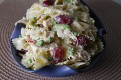Bowtie Pasta Salad with Chicken, Grapes and Peas