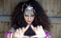 Singer Annie Khalid is full of surprises. The first one is that, despite describing herself as Pakistan's Pop Princess, she was actually raised in Romford. Annie Khalid, Wallpaper Backgrounds, Pop, Celebrities, Image, Pakistan, Singers, Entertainment, Artists