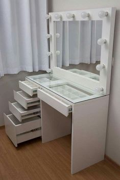 28 DIY Simple Makeup Room Ideas Organizer Storage and Decorating DIY Makeup Room Ideen Veranstalter Lagerung und Dekoration The post 28 DIY Simple Makeup Room Ideen Organizer Aufbewahrung und Dekoration appeared first on Pin makeup. Make Up Desk Vanity, Vanity Room, Vanity Mirrors, Diy Vanity Mirror With Lights, Giant Mirror, Ikea Vanity, Makeup Room Decor, Makeup Rooms, Bedroom Storage