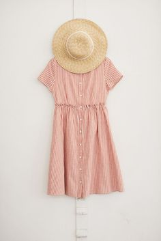 button up sound dress and a straw sun hat. Visit Daily Dress Me at dailydressme.com for more inspiration                    women's fashion 2018, summer outfits, sun hats, straw hats,