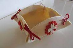 cestino feltro natale ile ilgili görsel sonucu Felt Flower Wreaths, Felt Flowers, Kids Notes, Christmas Crafts, Christmas Decorations, Vide Poche, Paper Plates, Felt Crafts, Bag Storage