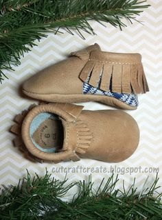 Enter to WIN a pair of Freshly Picked moccasins (you choose print and size) from my blog!  #giveaway #freshlypicked #babymoccs #babymoccasins #toddlermoccasins #christmasgifts #christmas