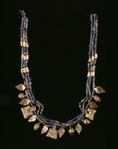 Tumblr - ancientpeoples:Diadem 2600-2300 BC Early Dynastic III From the Royal Cemetery at Ur (Source: The British Museum)