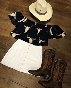 Modern-day dancewear and good leotards, swing, faucet and ballet sneakers, hip-hop apparel, lyricaldresses. Cowgirl Style Outfits, Western Outfits Women, Country Style Outfits, Southern Outfits, Rodeo Outfits, Preppy Outfits, Cute Summer Outfits, Dance Outfits, Simple Outfits