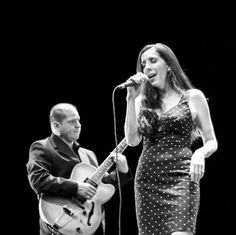 Con un estilo original y mucho talento este dueto regiomontano te mostrará lo que ocurre cuando la música jazz cruza la frontera: Acompaña a Alejandro Degollado y Pilar Diosdado en JAZZ A LA MEXICANA! En los #MiércolesMusicales de la Casa de la Cultura. [22 de febrero. 19:30h. Entrada Libre] #EstoEsCONARTE