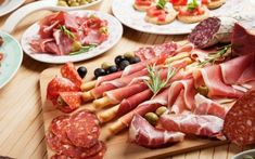 italian prosciutto cured pork meat on cutting board Cancer Causing Foods, Italian Deli, Pork Meat, Best Side Dishes, Inflammatory Foods, Foods To Avoid, Diet And Nutrition, Parmesan, Healthy Dieting