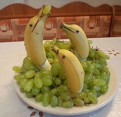 "bananas with ""porpoise"" Great snack centerpiece for a party!"