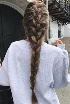 French braid hairstyles are very trendy and fashionable. In different hairstyles, it is best to choose a hairstyle suitable for hair texture and length. French braid hairstyles are also the eternal classic hairstyle, Pretty Braided Hairstyles, French Braid Hairstyles, Box Braids Hairstyles, Braids Long Hair, Wedding Hairstyles, Side Braids, Loose Braids, Hairstyles Haircuts, Braided Hairstyles For School