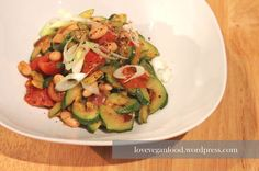 Ich liebe klassische Ratatouille! Eine bunte Gemüsemischung mit leckeren Gewürzen und feinen Kräutern! Heute gibt es mal eine etwas andere Version dieses Lieblingsgerichts. Nachdem ich gestern eine...