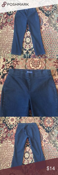 "Bandolino Katie Capri jeggings Bandolino Katie Capri jeans/jeggings. No zipper or pockets. Dark blue denim. Stretch jeans. Inseam approx 22"".  Waist approx 30"". Preloved great condition. SOOOOO SOFT Bandolino Jeans"